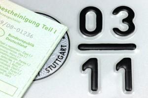 Fahrzeugschein vor Saisonkennzeichen
